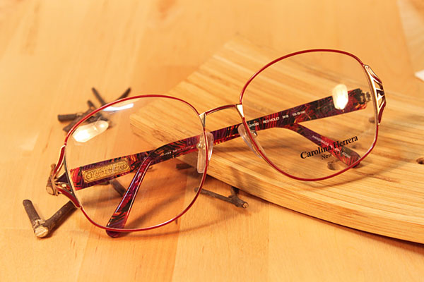 vtg-285   carolina herrera red -violet over frames
