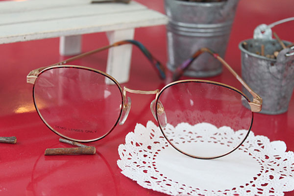 vtg-320 christie brinkey red-demi rim with round frames